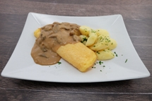 Eier Omelette dazu Salzkartoffeln und Champignon Ragout