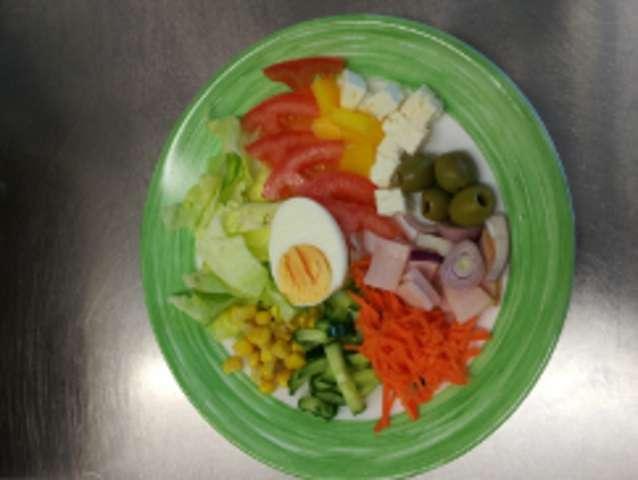gemischter Salatteller zum selber zusammenstellen