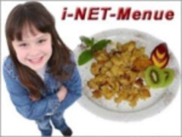 Gemüse-Nudeln mit gebackenen Mozzarella- Stick und Salat
