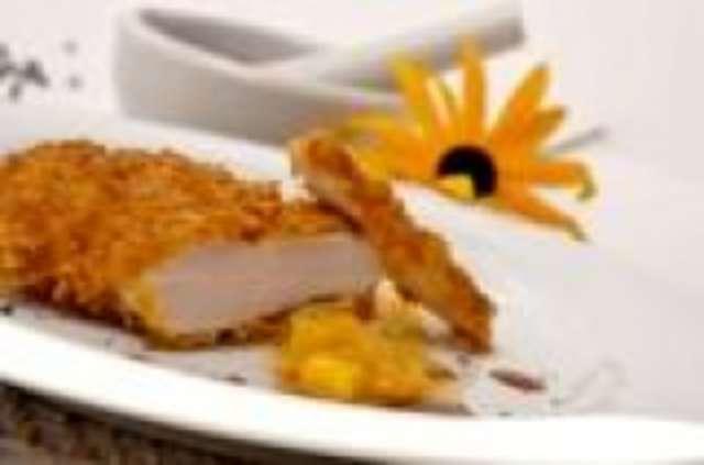 Putengeschnetzeltes in Curry- Ananas Sauce mit Nudeln und Salat