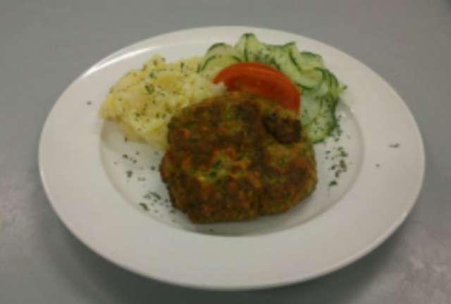 Gemüseküchle mit Kartoffel-Gurkensalat