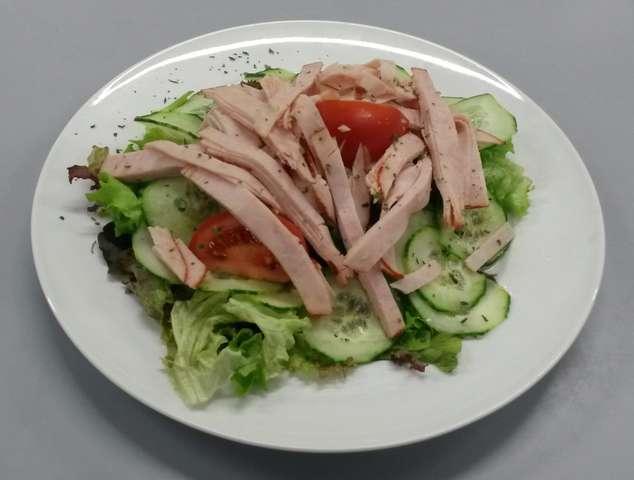 Gemischte Salatplatte mit Putenschinken