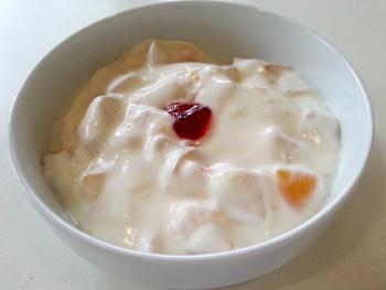 Joghurt-Quarkspeise mit Pfirsichen