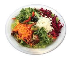 Salatteller aus Salatbar mit Brötchen