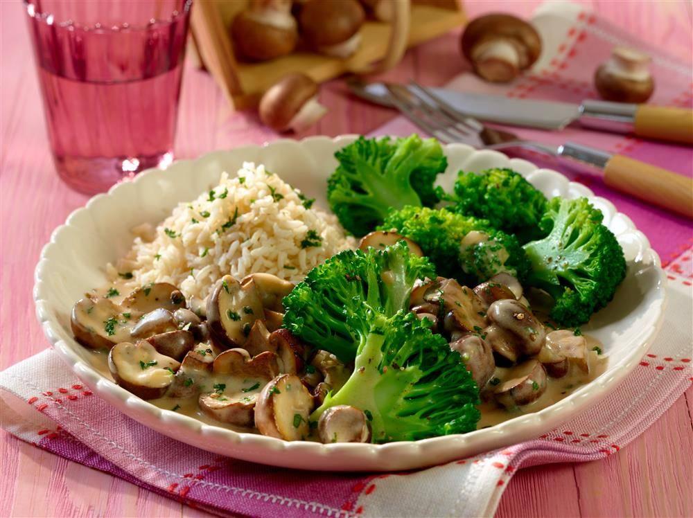 Reis mit Champignon-Rahmsoße