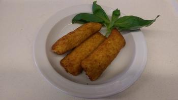 Kartoffeltaschen mit Frischkäsefüllung, Salat und Dessert