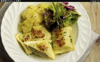 2 Stück vegetarische Maultaschen(A,C,G) mit geschmälzten Zwiebeln, Kartoffelsalat (4,8,J) Salatbüffet