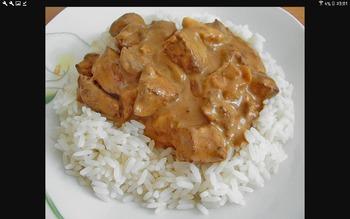 Putengeschnetzeltes (G,C)  mit Rahmsoße und Reis, Salatbüffet