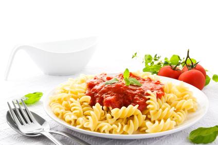 Bio-Spiralen mit Grünkern-Bolognese , Parmesan und Salat