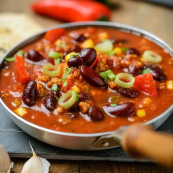 Chili sin Carne (vegetarisch) mit Reis und Salat