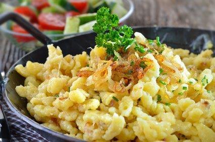 Käsespätzle mit Bio-Gemüse und Salat