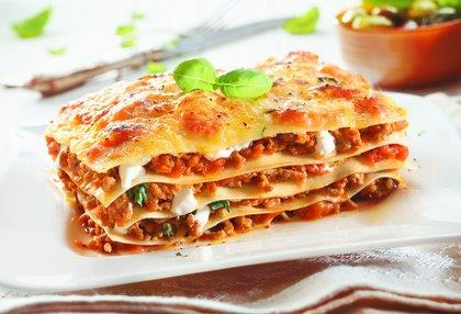 Lasagne Bolognese mit Salat