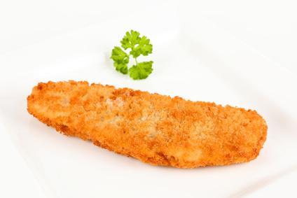 Seelachsfilet paniert mit Kartoffelpüree, Remoulade und Salat