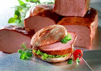 Leberkäs (Schwein) mit Kartroffelpüree und Rahmspinat