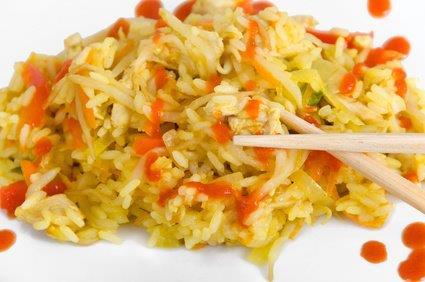 Gebratene Chinanudeln mit Ei, Asiagemüse,süß-sauer-Soße und Salat