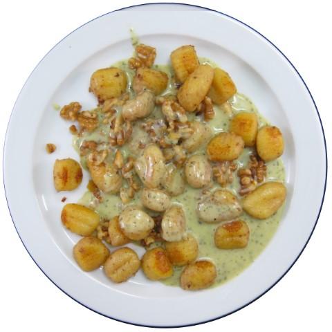 Walnuss-Gnocchi mit Pestosoße