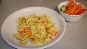 Gemüsenudeln, Salat