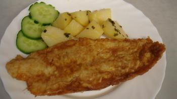 Fisch, Kartoffelsalat, Salat, Obst