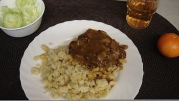 Hubertussteak, Spätzle, Salat