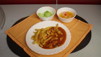 Schaschliktopf, Pommes, Salat