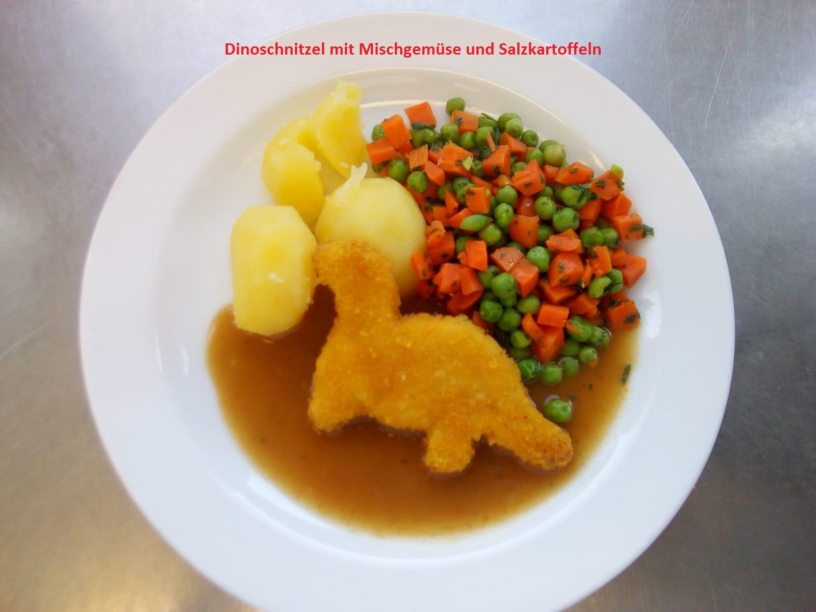 Putendinoschnitzel mit Mischgemüse, Kartoffeln und Soße