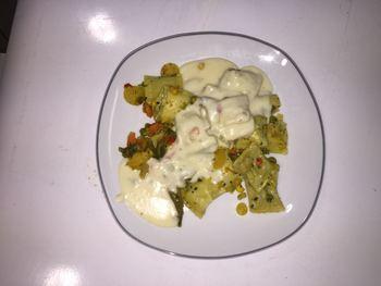 Schwäbische Maultaschen mit Pfannengemüse und Käsesoße