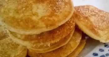 Eierpfannkuchen Wahlweise mit Apfelkompott , Marmelade oder Zucker