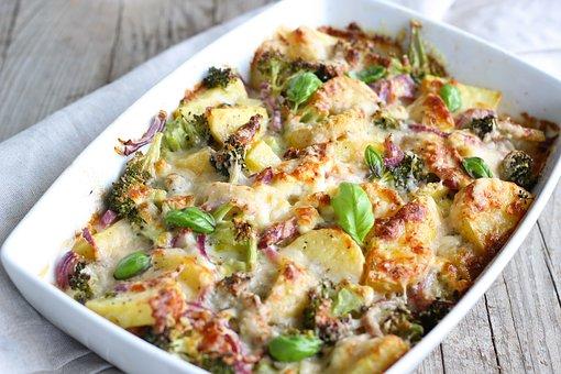 Kartoffel-Gemüseauflauf mit Käse gratiniert