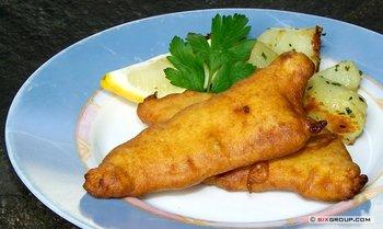 Backfisch mit Kartoffelpürree und Kräuterdip