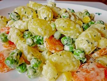 Gnocchi-Gemüsepfanne mit Käsesoße